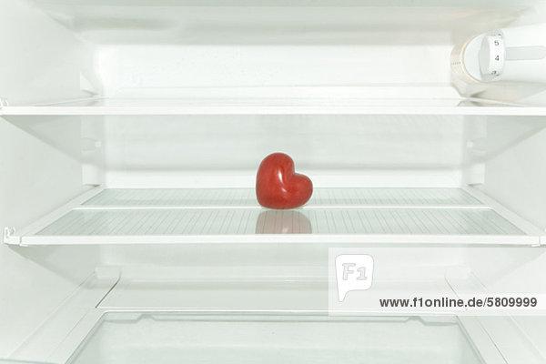 Rotes Herz im Kühlschrank