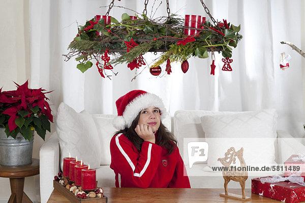 hoch oben sehen Zimmer Weihnachten Dekoration Mädchen Wohnzimmer