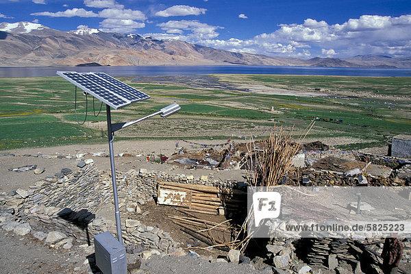 Sonnenkollektorü Korzokü auch Karzok oder Kurzok am Tso Moririü Ladakhü indischer Himalayaü Changthangü Jammu und Kaschmirü Nordindienü Indienü Asien