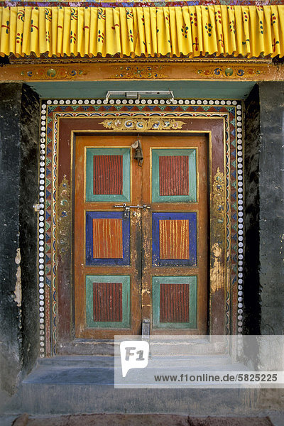 Eingangst¸rü Lamayuru Gompaü eines der wichtigsten Klöster im ehemaligen Königreich Ladakhü Lamayuruü Jammu und Kashmirü Indienü Asien
