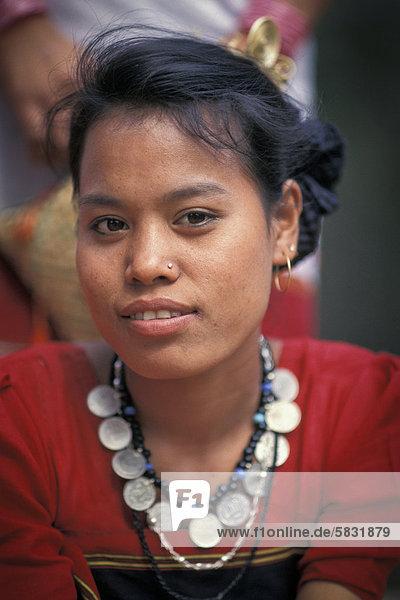 Junge Frau aus Tripura  Portrait  Ostindien  Indien  Asien
