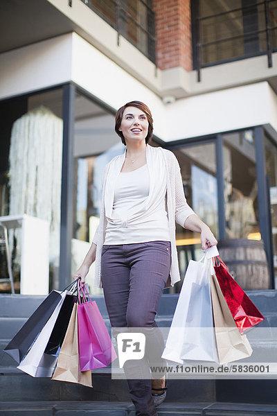 Frau  tragen  Tasche  Straße  kaufen
