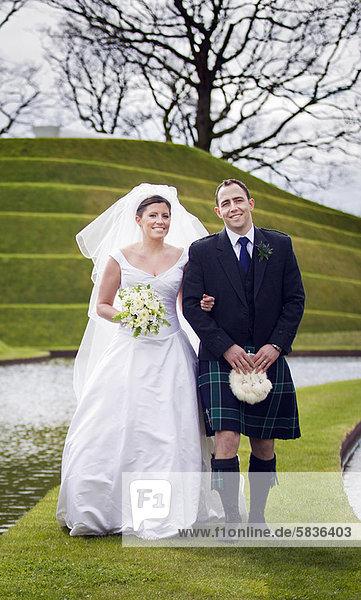 Hochzeit  gehen  Brücke  Wiese