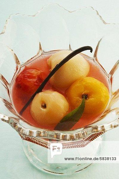 Früchte in Sauternes eingelegt