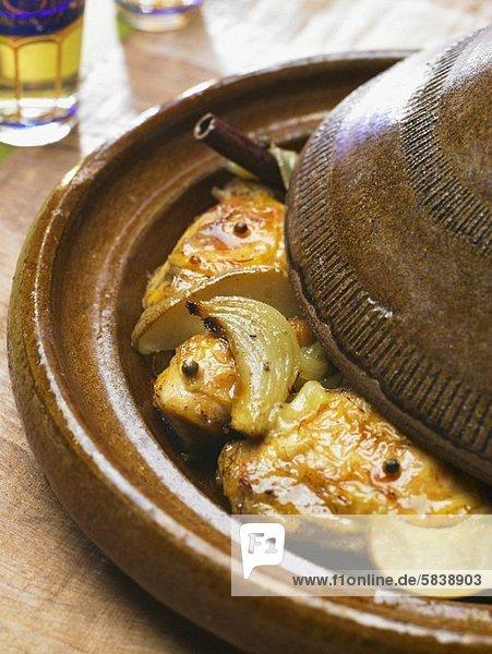 Huhn Gallus gallus domesticus Gewürz geschmort Tajine