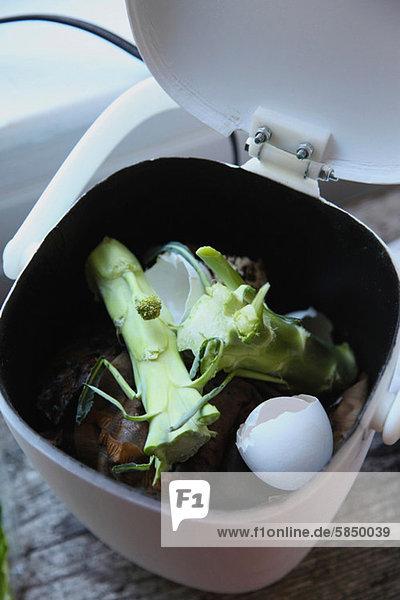 Lebensmittelabfälle im Komposteimer Lebensmittelabfälle im Komposteimer