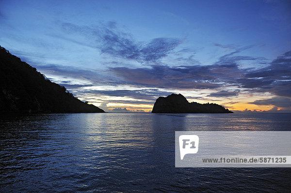 Insel Cocos und Manuelita  rechts  im Abendlicht  Costa Rica  Mittelamerika