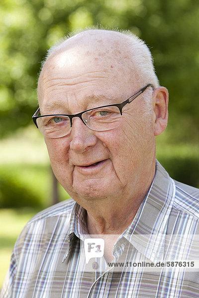 Elderly man  retiree  70-80 years old  Bengel  Rhineland-Palatinate  Germany  Europe