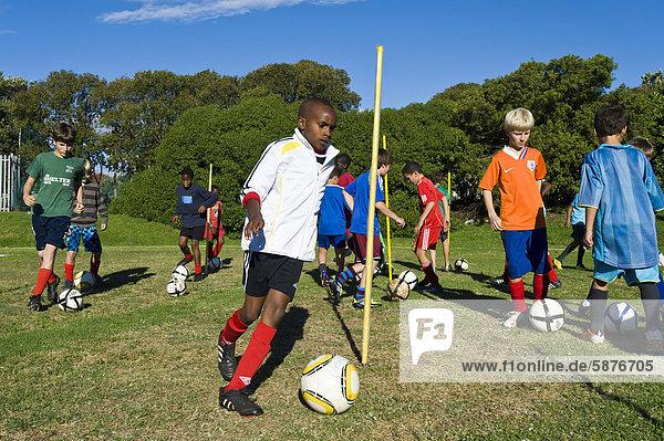 Südliches Afrika Südafrika Teamwork Training jung Afrika Kapstadt Football