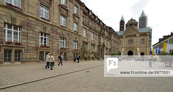 Stadthaus  Maximilianstraße  Via Triumphalis  Speyerer Dom  Dom zu Speyer  Kaiserdom  UNESCO-Weltkulturerbe  Rheinland-Pfalz  Deutschland  Europa  ÖffentlicherGrund