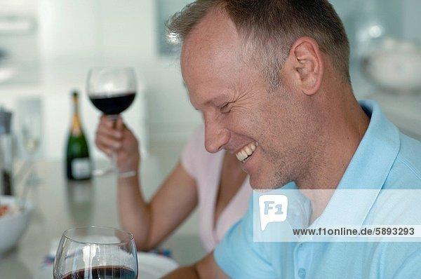 Profil Profile Mann lächeln Mittelpunkt Seitenansicht Erwachsener