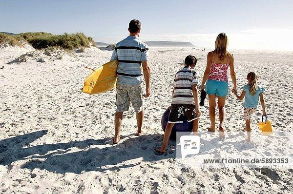 gehen  Strand  Mittelpunkt  Rückansicht  Ansicht  2  Erwachsener