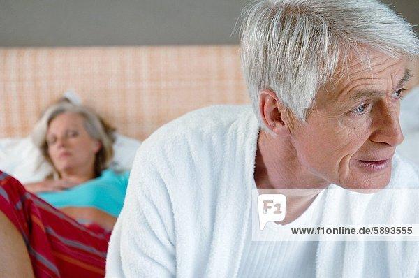 hinter  Senior  Senioren  Frau  Mann  schlafen