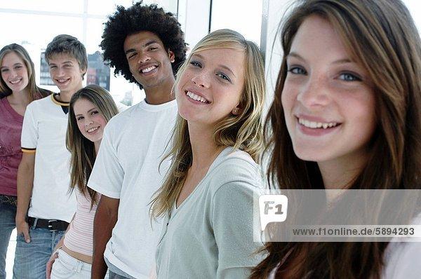 stehend  Portrait  Mensch  Menschen  lächeln  Menschengruppe  Menschengruppen  Gruppe  Gruppen