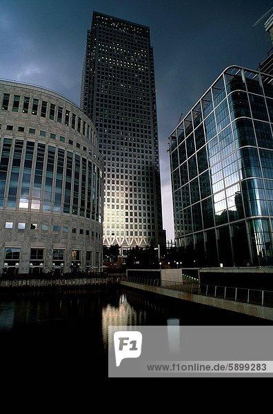 Gebäude am Ufer  London  England