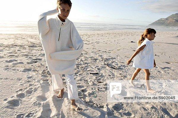 gehen  Strand  Junge - Person  Schwester