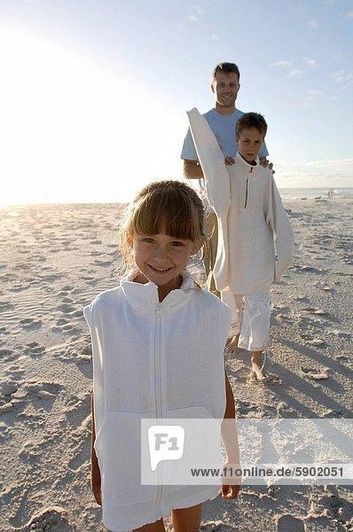 hinter  stehend  Portrait  Strand  Bruder  Menschlicher Vater  Mädchen