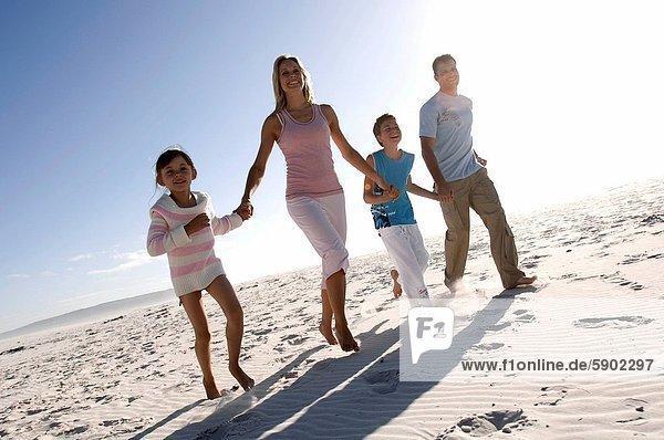 Strand  rennen  halten  Mittelpunkt  2  Erwachsener
