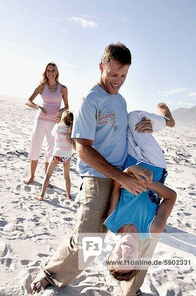 Fröhlichkeit  Strand  Mittelpunkt  2  Erwachsener