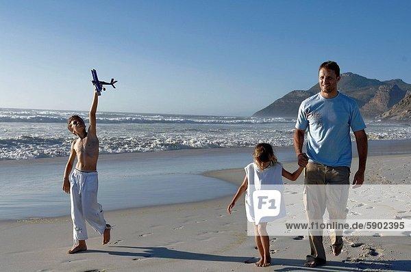 Mann  gehen  Strand  Sohn  Mittelpunkt  Tochter  Erwachsener