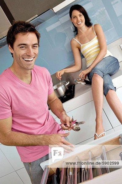 kochen  Frau  Mann  halten  Hintergrund  Löffel  jung  Gabel