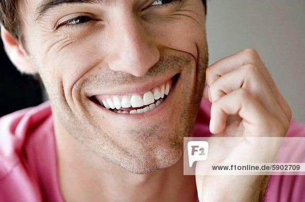Mann  lächeln  jung