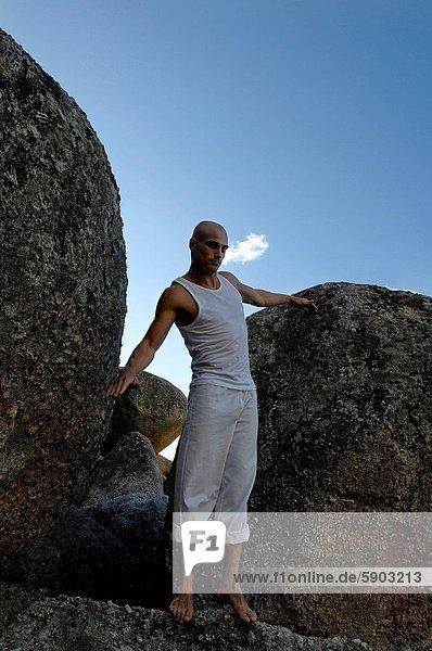 niedrig  Mann  üben  Mittelpunkt  Ansicht  Flachwinkelansicht  Erwachsener  Winkel  Boulder