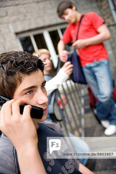 Handy  Jugendlicher  sprechen  Junge - Person  Kurznachricht