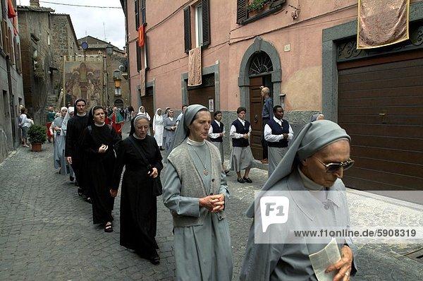 gehen  Fernverkehrsstraße  Nonne  Italien  Orvieto  Umbrien