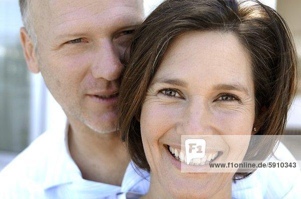hinter  Portrait  Frau  Mann  lächeln  reifer Erwachsene  reife Erwachsene