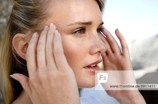 Frau  berühren  Close-up  close-ups  close up  close ups  jung  Tempel