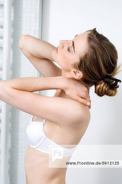 Profil  Profile  Frau  Massage  jung  Seitenansicht