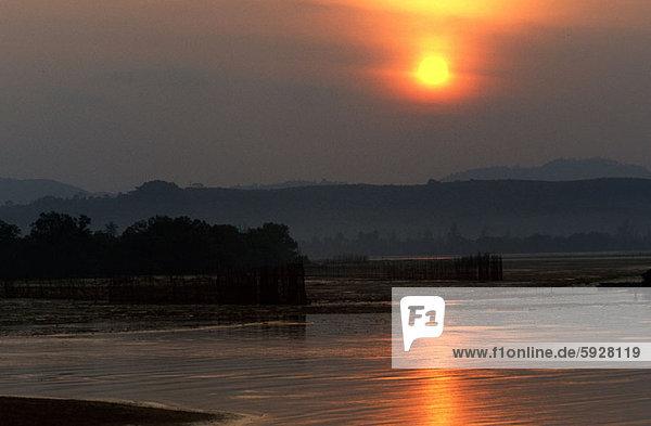 Wasser  Spiegelung  Sonne  Thailand