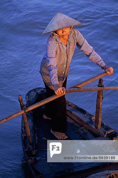 hoch  oben  Frau  Boot  Rudern  Ansicht  jung  Flachwinkelansicht  Winkel  Vietnam