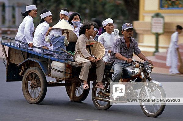 Mensch  Menschen  Reise  Menschengruppe  Menschengruppen  Gruppe  Gruppen  Fuhrwerk  Motorrad  Vietnam