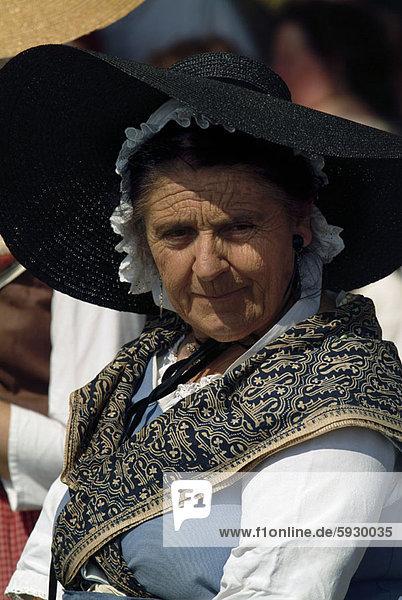 Senior  Senioren  Portrait  Frankreich  Frau  Hut  Kleidung  Provence - Alpes-Cote d Azur  Sonne