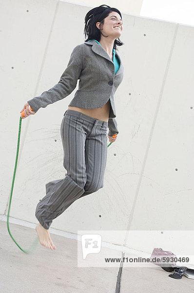 Geschäftsfrau  Seil  Tau  springen