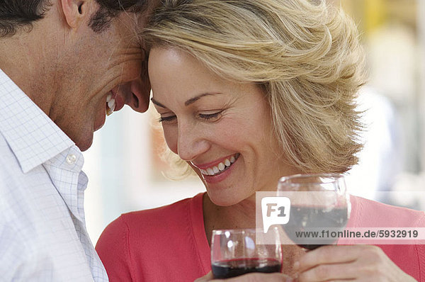 lächeln  halten  Close-up  close-ups  close up  close ups  Mittelpunkt  Weinglas  Erwachsener