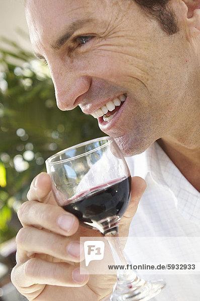 Mann  Glas  Wein  halten  Close-up  close-ups  close up  close ups  Mittelpunkt  rot  Erwachsener