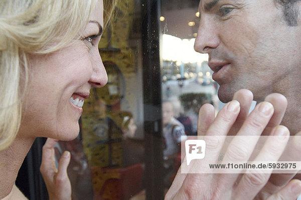 sehen  Fenster  Glas  Close-up  close-ups  close up  close ups  Mittelpunkt  blättern  Erwachsener
