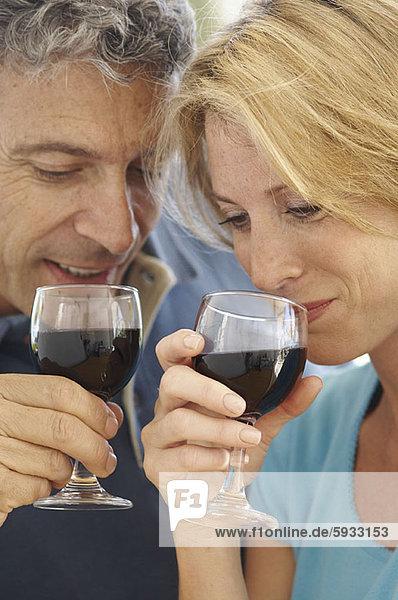lächeln  Wein  Close-up  close-ups  close up  close ups  Mittelpunkt  rot  trinken  Erwachsener