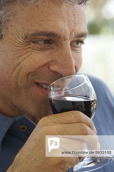 Mann  Wein  Close-up  close-ups  close up  close ups  reifer Erwachsene  reife Erwachsene  rot  trinken