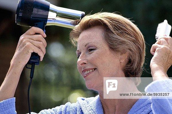 Föhn  Frau  trocknen  Close-up  close-ups  close up  close ups  reifer Erwachsene  reife Erwachsene  Haar