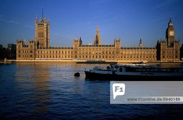 Regierungsgebäude am Ufer  Big Ben  Haus des Parlaments  London  England. Regierungsgebäude am Ufer  Big Ben  Haus des Parlaments  London  England
