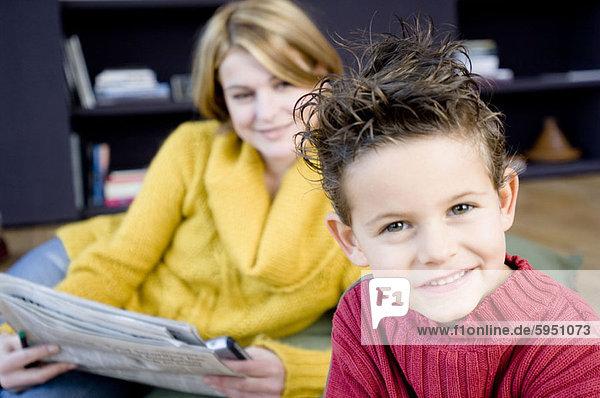 hinter  Portrait  lächeln  Junge - Person  Mutter - Mensch