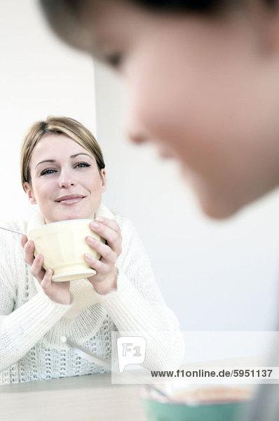 lächeln  Junge - Person  halten  Hintergrund  Close-up  close-ups  close up  close ups  Mutter - Mensch