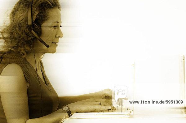 Profil  Profile  benutzen  Notebook  Kunde  Dienstleistungssektor  Seitenansicht