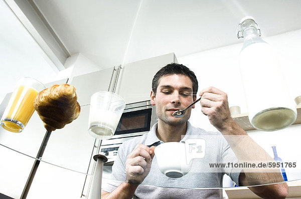niedrig  Mann  Mittelpunkt  Ansicht  Flachwinkelansicht  Erwachsener  Winkel  Frühstück