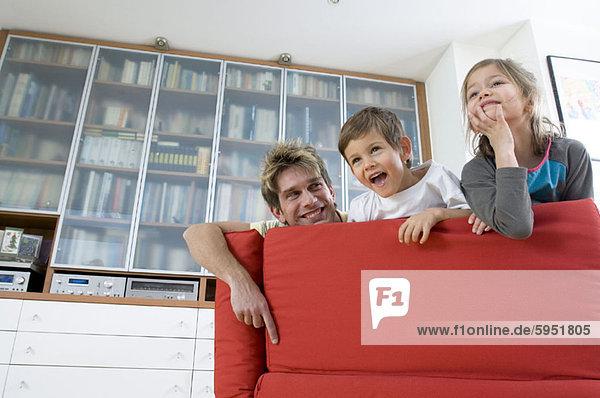 Menschlicher Vater  2  Couch