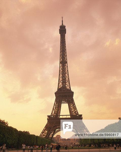 The Eiffel Tower at dusk  Paris  France  Europe
